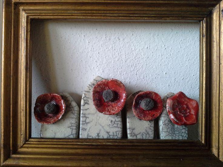 casettine con fiore rosso in ceramica Raku. accessories handmade raku pottery. I Tesori Coloniali Reggio Emilia Italy #itesoricoloniali #rakupottery #arredamenti #ceramicaraku #casette #reggioemilia #handmade #complementiraku #coplementi #design