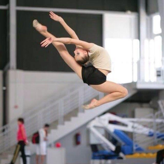 Gimnasia, cuerpos femeninos en movimiento