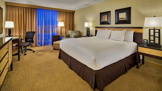 Doubletree Hotel Chicago - Arlington Heights, IL - One King Bed Guest Room | IL 60005