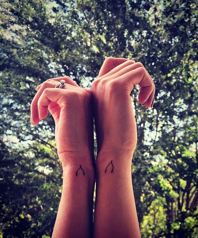 New tattoo ✌️ #sisters #matchingtattoos #wishbone