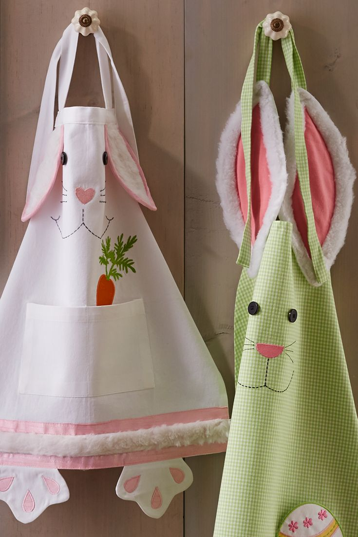Our easy-to-clean, cotton apron combines functionality and retro charm with a cute bunny. It also protects your clothes during Easter egg painting and looks hip (with a little bit of hop) while entertaining.