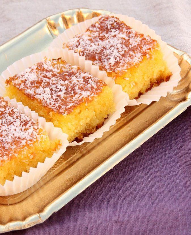 A la noix de coco ce gâteau fond en bouche. La recette du Basboussa n'est pas compliqué, il suffit de suivre les instructions. Les gourmands apprécieront à coup sûr !