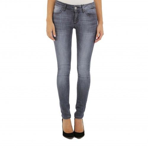 DL 1961 2404 Emma in Pierce. An ankle skinny jean with front faux pockets and back patch pockets engineered to make you look even skinnier. Using revolutionary denim fabrics designed to never sag, bag or lose shape this jean is the combination of the...