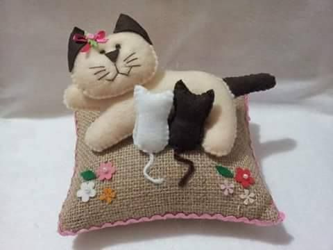 Gatinhos em feltro e tecido com moldes!