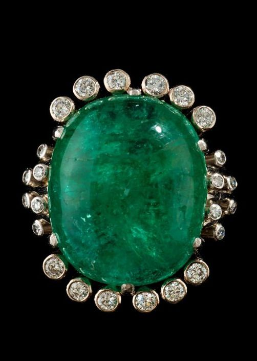 A CABOCHON CUT EMERALD AND DIAMOND, 0.42 CT, RING.