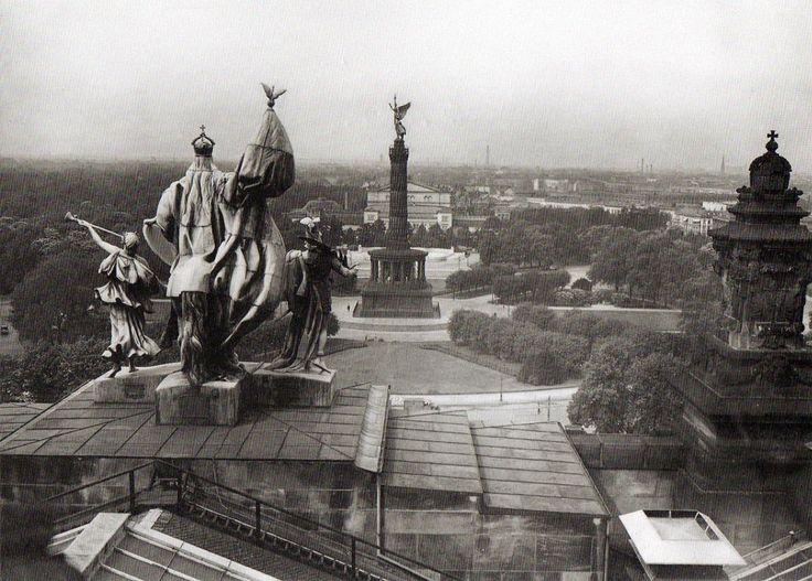 Blick vom Reichstag Richtung Krolloper mit der Siegessäule auf dem Königsplatz. Berlin, 1929. o.p.