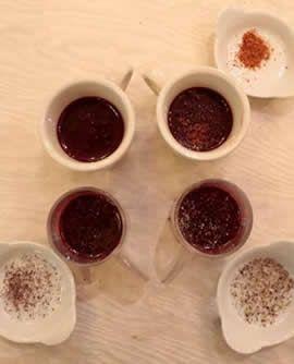MISCELA PREPARATI PER RED VELVET - Dal gusto morbido e vellutato, il preparato in polvere per Red Velvet è un prodotto dalle mille facce che vi permetterà di preparare un numero infinito di indimenticabili bevande e dessert per stupire i clienti più esigenti. E' sufficiente mescolare la miscela preparati in polvere per Red Velvet con del latte parzialmente scremato o della panna per ottenere una bevanda vellutata da bere fredda o calda.