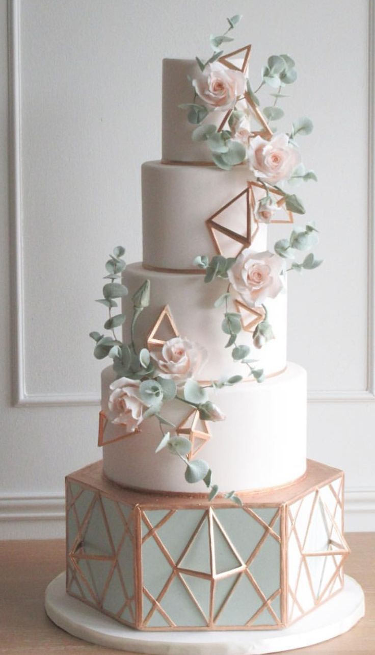Wedding cake with some industrial chic vibes. So pretty!
