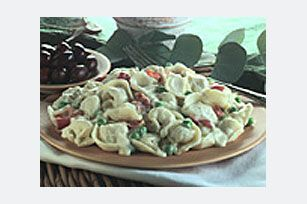 Refrigerated cheese tortellini. Ready-made Alfredo sauce. Frozen peas. (Just a few of the reasons this creamy carbonara pasta dish is so easy to make!)