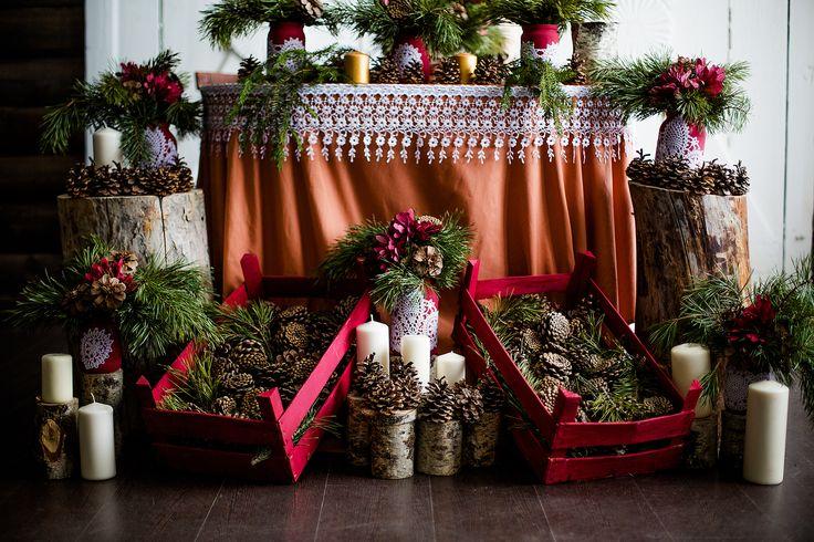 Президиум, скатерть, декор, шишки, свечи.