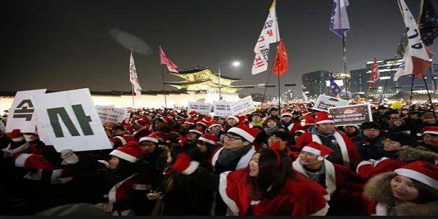 Skandal Presiden Korea: Jaksa Berencana Geledah Kantor Kepresidenan Park - Indopress, Soul – Jaksa khusus Korea Selatan selidiki skandal korupsi yang melibatkan Presiden Park Geun-hye mengatakan pada hari Minggu, 25 Desember bahwa mereka akan mempertimbangkan apakah akan menggeledah kantor kepresidenan dan jika tidak punya pilihan selain harus melakukannya, hal itu akan dilakukannya secara terbuka. Jaksa khusus sedang menyelidiki tuduhan bahwa Park berkolusi dengan temannya, Choi
