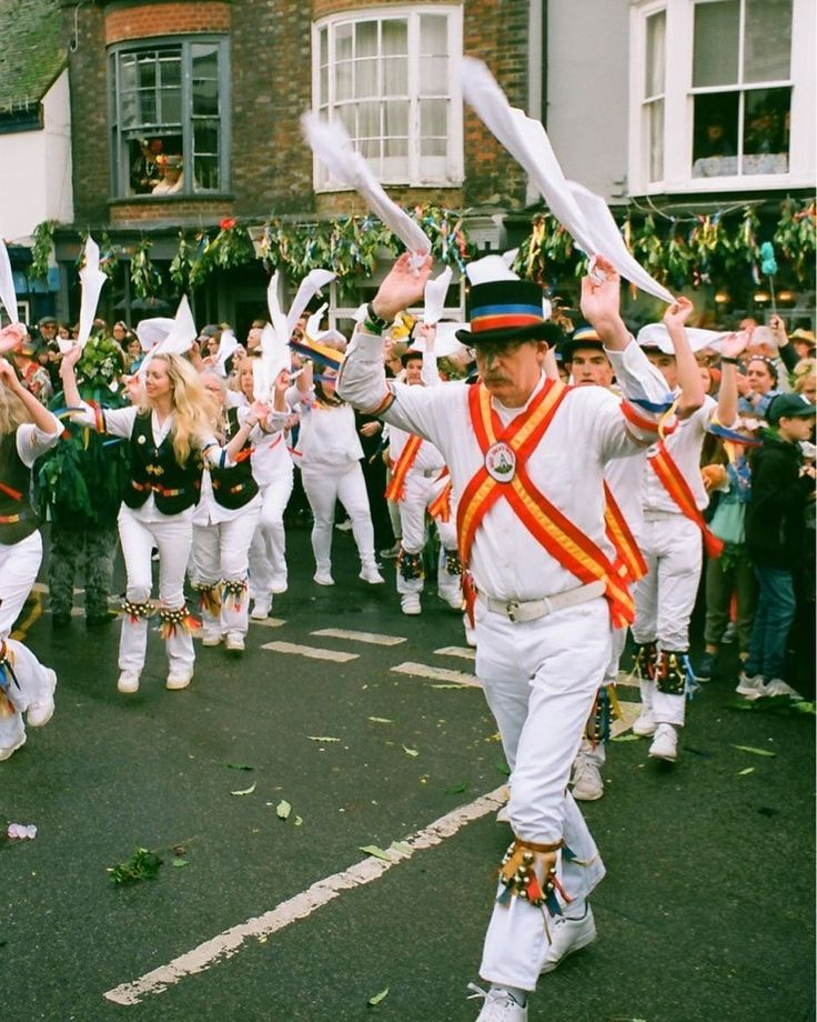 Hankies UP!! This time a grown up Morris dancer. We saw goth Morris dancers traditional ones steampunk ones all sorts. Right laugh.    #analog #filmisnotdead #shootfilm #film#35mmphotography #filmphotography #filmcamera #filmphoto #filmstagram #filmforever #filmcommunity #35mmers #35mmfilm #lovefilm #analogphotography #analogvibes #analogfilm #morrisdancing #parade #mayday #mayday2017 #maydayparade