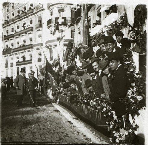 Visita de Alfonso XIII. Público esperando la visita real en el Paseo de los Mártires Año: 1909. Archivo Ayuntamiento Colección: RAMÓN VIDAL IRLES
