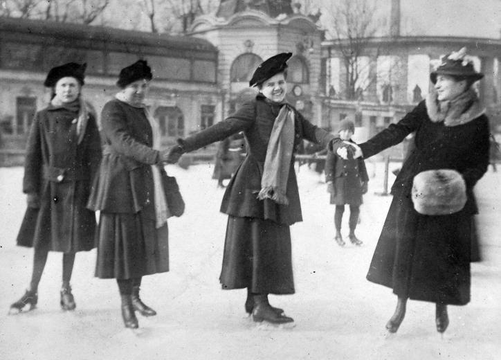 Ice skating, Budapest 1910.