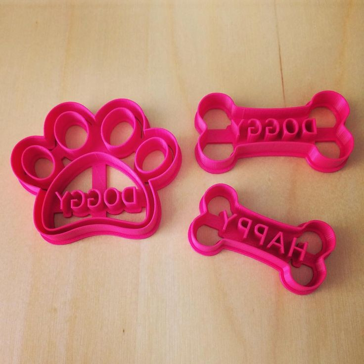 Potešte svojho psieho miláčika a napečte mu zdravé a chutné pamlsky s jeho menom  Custom Dog Bone & Paw Treat Cookie Cutter For Pets  www.layerica.com #dnesinspirujem #psi #psizivot #dogstagram #vykrajovacky #3d #3dprint #cookiecutter #dog #pet #lifestyle #doglover #doglife #dogstyle #ilovedogs #welovedogs #lubimsvojhopsa #healthydog #healthybakery #lovemydogs #bones #paw #dogpaw #mnamka #chlpaci #pamlsky #valentin #treats #dogtreats #layerica