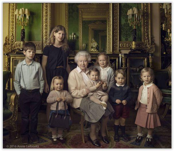 Realeza britânica: rainha é fotografada com netos e bisnetos