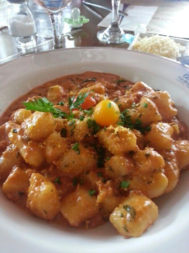 gnocchi blumenau (servido com molho de Linguiça blumenau, Creme de Leite, Alecrim e Limão siciliano) - cantina do délio - curitiba, pr