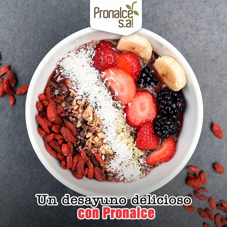 Para este domingo, prepara un delicioso y saludable smoothie bowl de desayuno. Licua frutos rojos como cerezas, arándanos y moras, con banano y leche hasta la textura deseada. Pon la mezcla en una taza o bowl y agrega los toppings que quieras: banano, fresas, semillas de chía, almendras y por supuesto #Avena natural y #Granolas #DelSur #Pronalce.  #Pronalce #DelSur #Chocotom #cereal #breakfast #desayuno #avena #integral #salud #saludable #lonchera #snack #granola #frutosrojos #banano