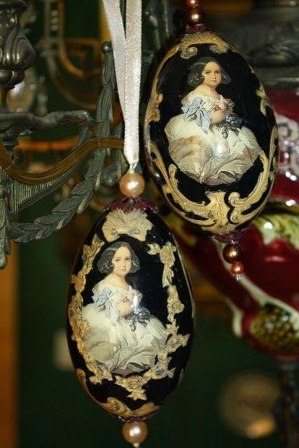 Tajemniczy świat Monicji: Palacowe miniatury na pisankach z gesich jaj.
