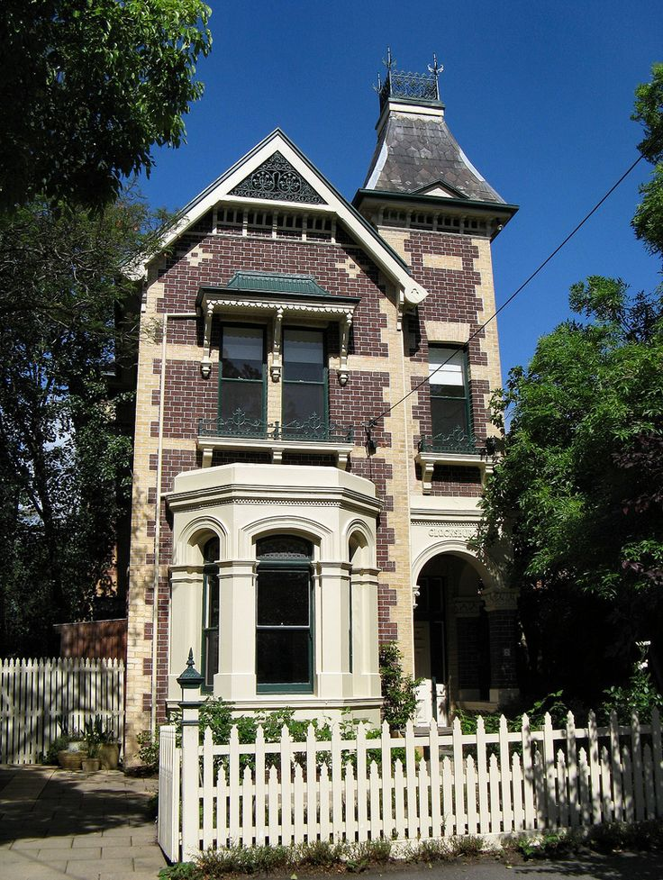 Italianate features & hawthorn brick