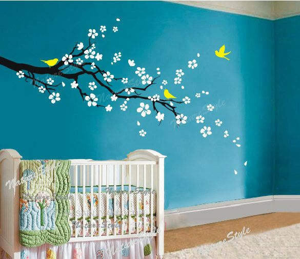 kersenbloesem decal muur sticker boom decal kwekerij muur sticker baby naam vinyl decal kinderen muur decor-pruim bloesem Floral met vliegende vogels door NatureStyle op Etsy https://www.etsy.com/nl/listing/73719001/kersenbloesem-decal-muur-sticker-boom