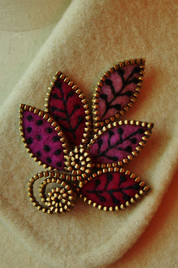 Beautiful zipper brooch❤