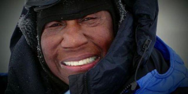 """Barbara Hillary """"Premio Coraje"""" A los 75 años,  se convirtió en la primera mujer afroamericana en llegar al Polo Norte. Cuatro años más tarde, esta extraordinaria mujer llegó al Polo Sur, convirtiéndose en la 1ª mujer afroamericana que ha llegado a tanto. Como superviviente de cáncer de pulmón y cáncer de mama, su misión ha sido en estos años, animar a la gente a vivir la vida al máximo."""