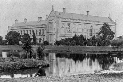 University of Melbourne,Victoria in 1880.A♥W