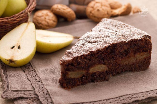 La ricetta della torta di pere e cioccolato è molto semplice da eseguire e allo stesso tempo molto gustosa, dal sapore davvero particolare.