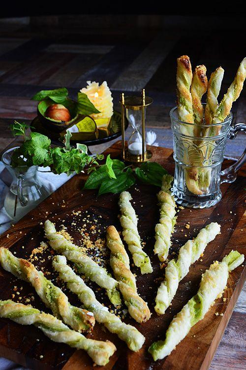 冷凍パイシートで簡単!お洒落! アボカド&瀬戸内レモンチーズのパイ チーズストロー tapas cheese straw 少材料&冷凍パイシートで...
