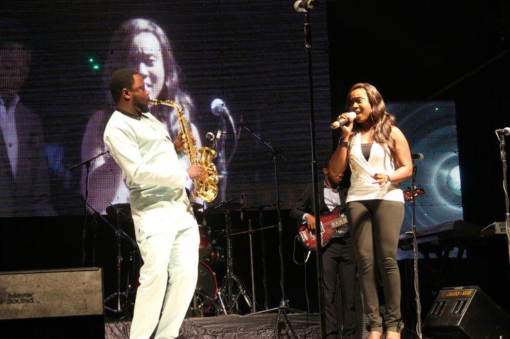 Nikki Laoye performing at Nelson Mandela's Tribute concert