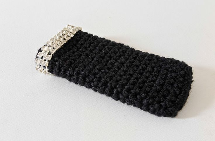 Custodia per smartphone IPhone 5/5S in lana nera bordato di strass.