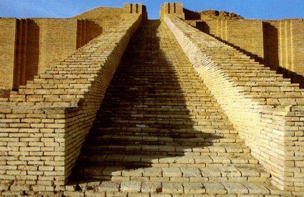 Arquitectura: Escaleras del gran Zigurat de Ur. Construida por el rey Ur-Nammu en el siglo XXI a.C. Hammurabi recibe las leyes del dios Samash (Sol). Ruinas de uno de los templos de Babilonia
