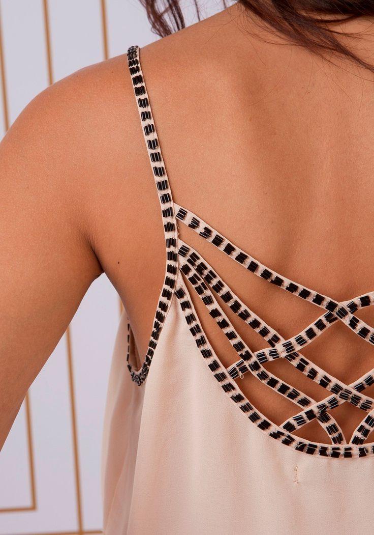 Blusa chiffon detalhe tiras cruzadas bordada