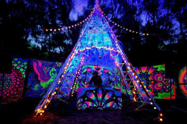 Psychedelic festival decoration google keres s for Trippy house music