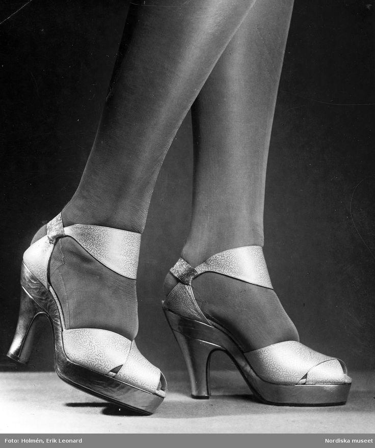 1938. Aftonskor från André Perugia med öppen tå och mönster.