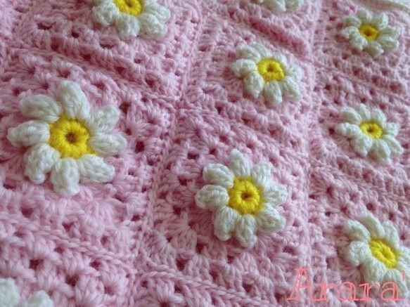 とっても可愛いブランケットが編みあがりました。赤ちゃん用の毛糸で、立体になった小菊をたくさん編み繋げました。膝掛けとしてはもちろん、ソファーなどのアクセントに...|ハンドメイド、手作り、手仕事品の通販・販売・購入ならCreema。
