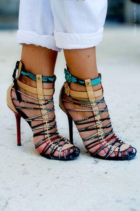 """A mix of colors, a subtle touch of python, and your feet are caged into sexy heels:)   Mezcla de colores, un toque sutil de """"python""""!"""