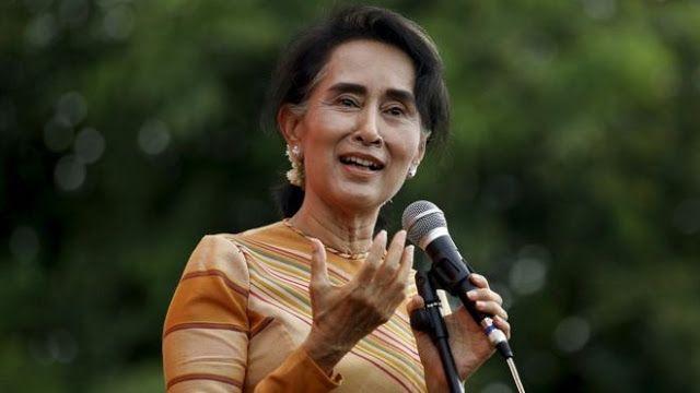 """Langkah """"Pemenang Nobel"""" yang belum jelas soal Rohingya  Aung San Suu Kyi - BBC News  Pemimpin Myanmar Aung San Suu Kyi berjanji untuk mengusahakan """"perdamaian dan rekonsiliasi nasional"""" dengan adanya kecaman internasional atas tindakan keras yang dilakukan militer terhadap minoritas Muslim Rohingya. Gelombang warga Rohingya telah membanjiri perbatasan Bangladesh. Mereka mengaku telah menghadapi pemerkosaan penyiksaan dan pembunuhan oleh aparat Myanmar. Myanmar membantah tuduhan dan…"""