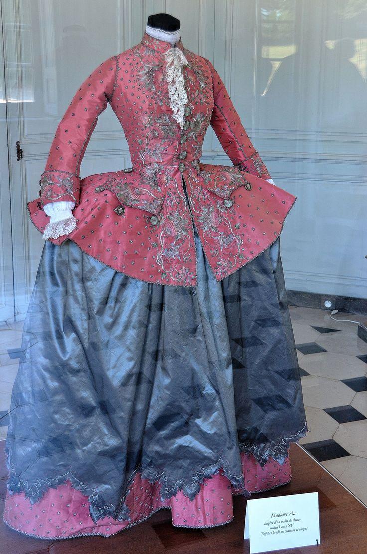 """Henry - """"Madame A..."""". Inspiré d'un habit de chasse milieu Louis XV. Taffetas brodé en couleurs et argent"""