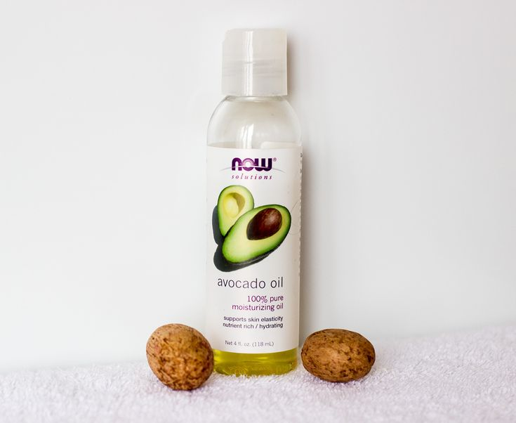 How i use avocado oil for hair and skin. Avocado oil detangles, conditions and moisturizes my hair and also moisturizes skin while improving scars.
