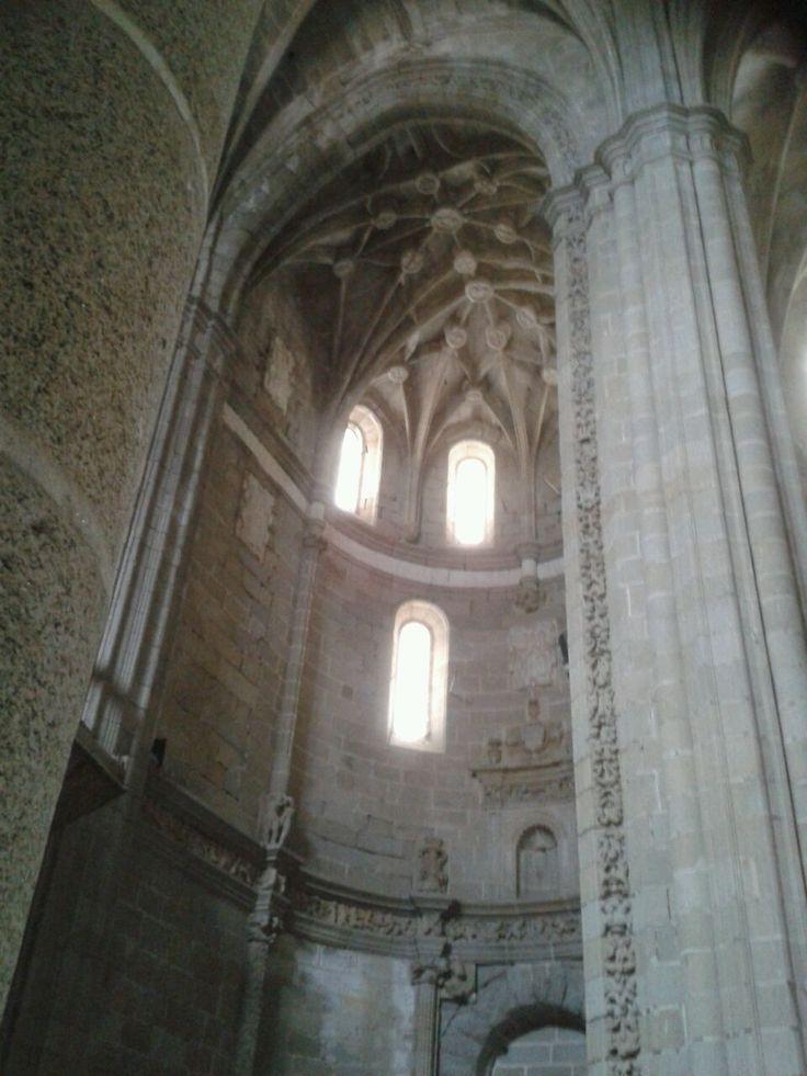 Interior del Conventual de Alcántara. En su día hizo hasta de lugar de mercado y fue bastante mal tratado.