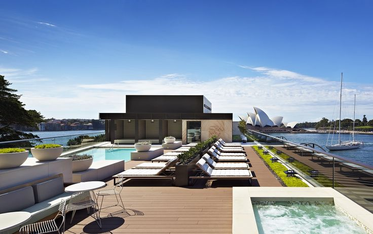 One of the most exclusive features of Park Hyatt Sydney, the rooftop pool area, enjoys a dazzling swimming pool with spa, elegant cabanas and sun beds, as well as breathtaking views over the city, the harbor and the stately Opera House.