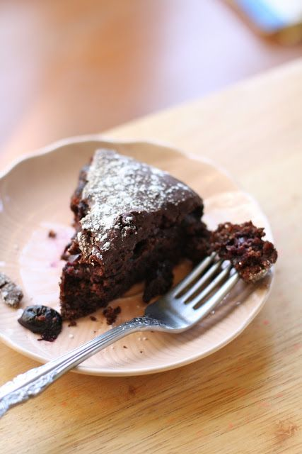 Vegan Chocolate Cake with sweet cherries & Ganache. Yuuuuuuuuuum. That ...