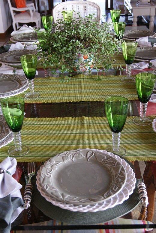Hello people!! Olha que linda a mesa em tons de verde!! Ótima idéia para se inspirarem e arrasarem nas mesas dos almoços em família e jantarzinhos at home para os íntimos!! Já falei e repito que não tem nada mais chique e elegante, que preocupar com os mínimos detalhes e deixar tudo impecável!! O blog … Continue reading Decor