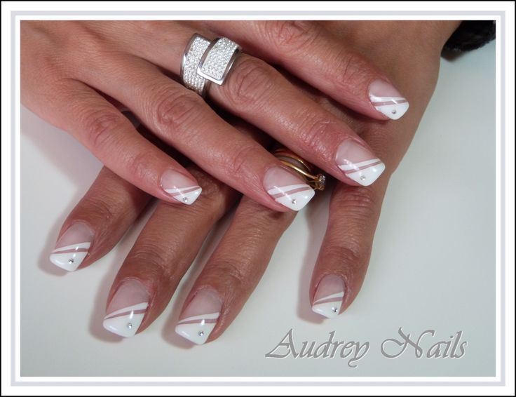 French biseaut blanche liner blanc strass par audrey nails 91 ongles pinterest ongles - Deco french manucure ...