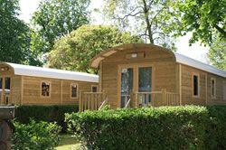 Camping Indigo Paris - Roulottes en bois