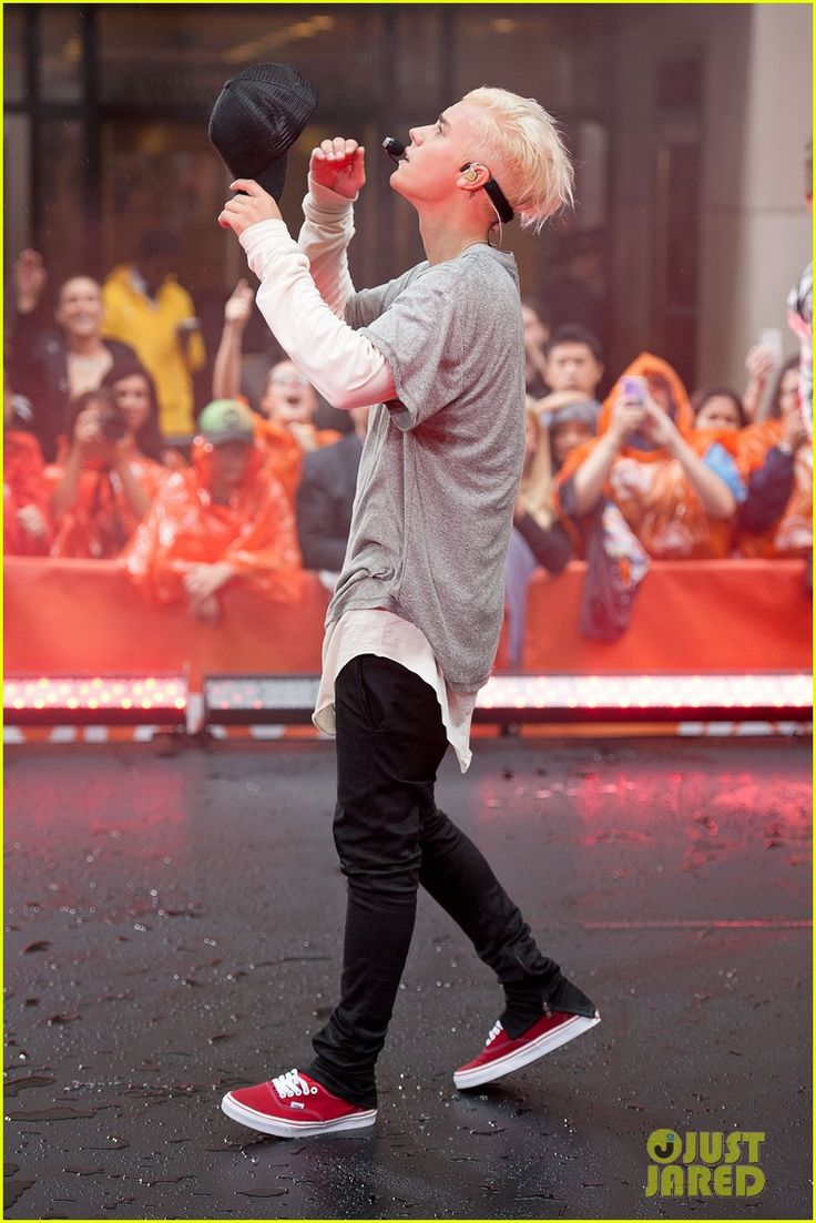 Justin Bieber Debuts Platinum Blonde Hair at 'Today' Show (Videos): Photo #3456602. Justin Bieber takes the stage at the Today show to debut his new platinum blonde hair on Thursday (September 10) in New York City.    The 21-year-old entertainer…