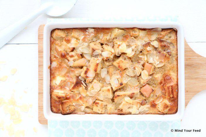 Herfst! Een comfort verwen ontbijt met deze appel kaneel broodpudding. Met een restje oud brood, eieren, room en appel en kaneel. Zonder toegevoegde suikers