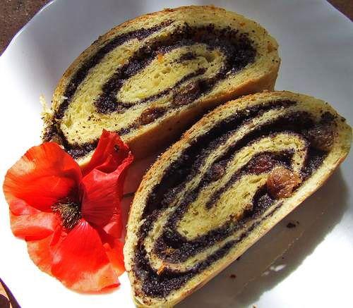 Baigli Cozonac unguresc - retete culinare. Cozonacul Baigli este foarte raspandit in Banat si in Ardeal unde se face de obicei cu ocazia Sarbatorilor de Paste.